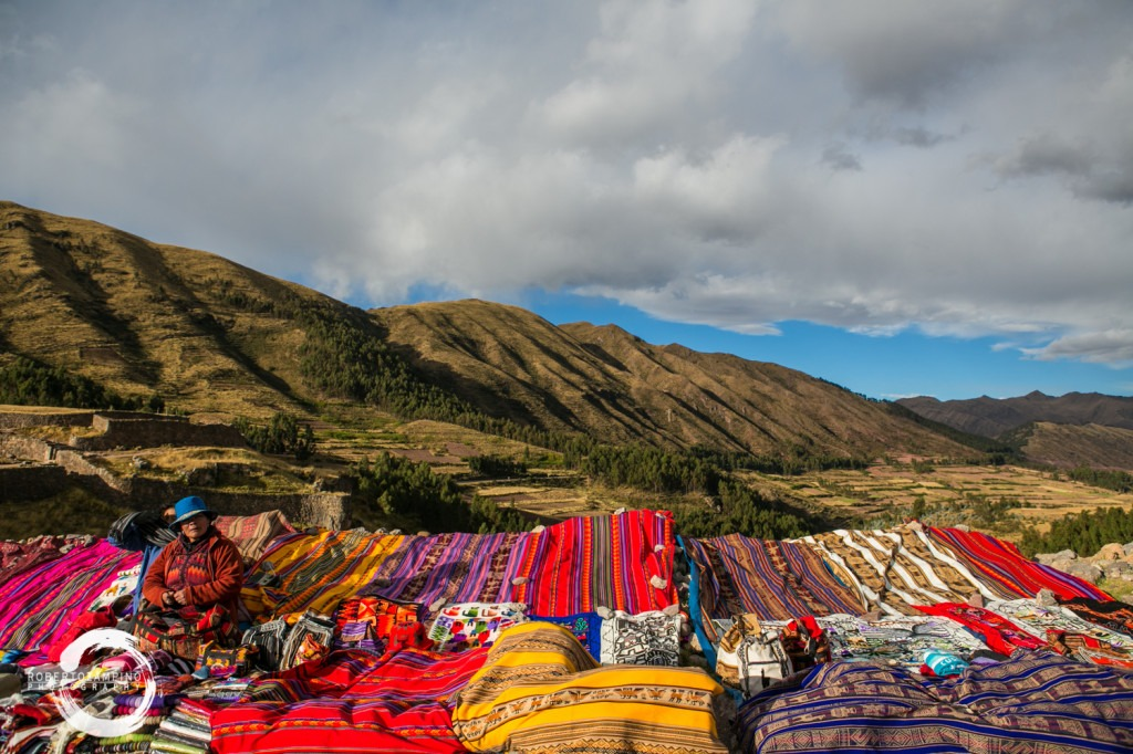 carpet - manta and ponchos seller - cuzco peru