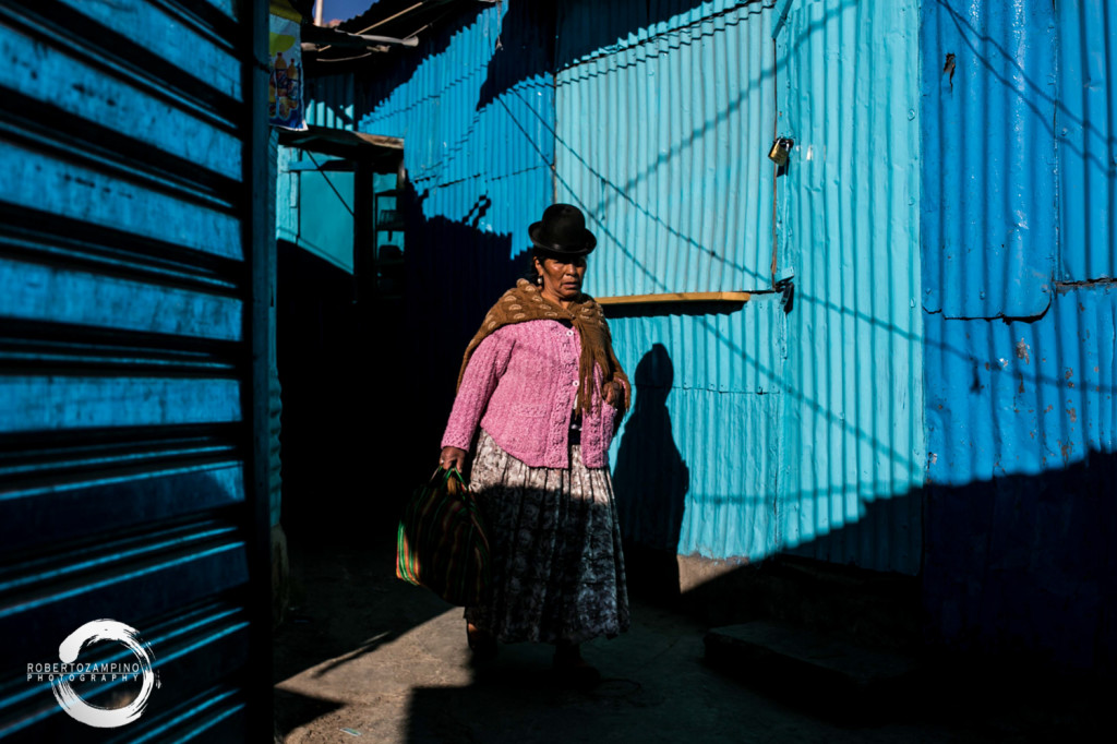 la paz market - shades of blue